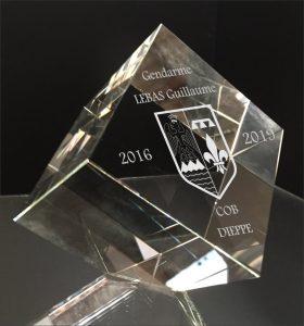 trophée gendarmerie cube en verre